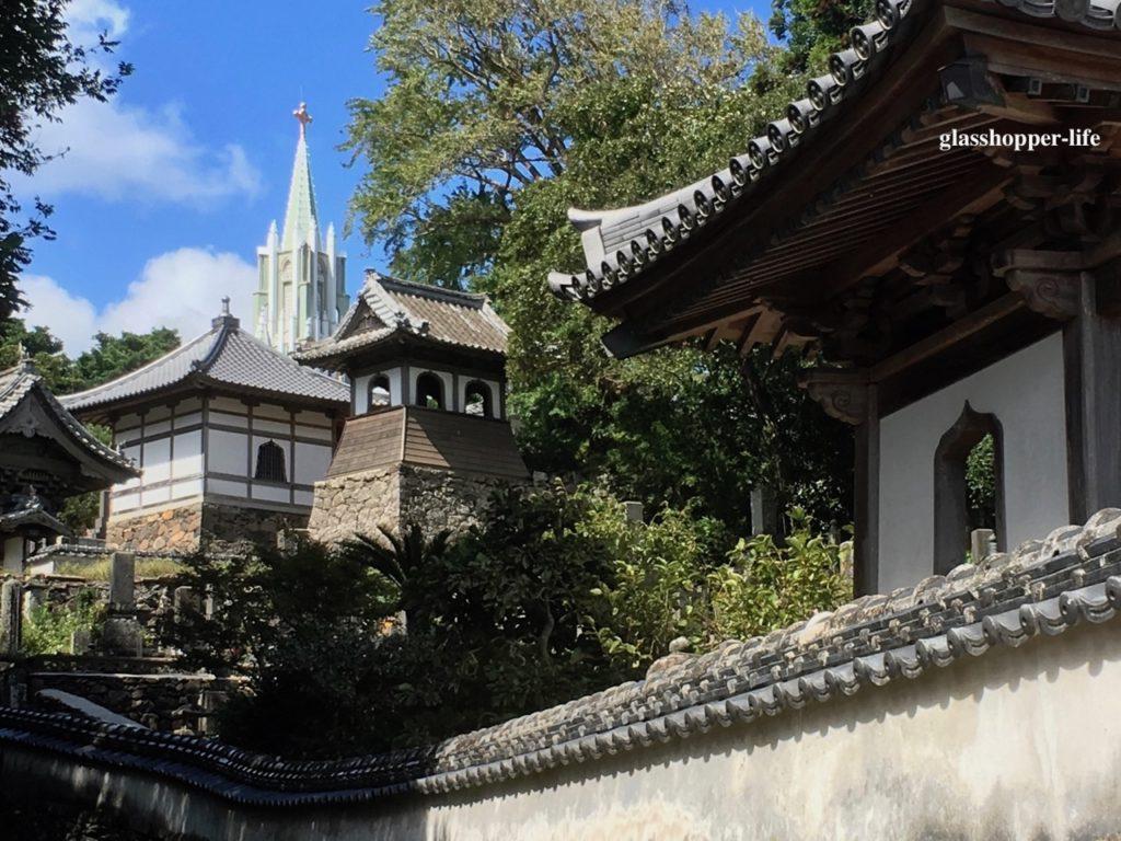 寺院と教会の風景