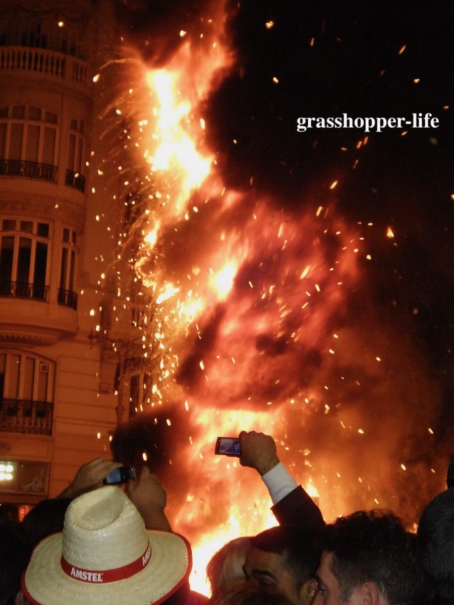 バレンシアの火祭り点火